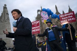 "Ekonomistų prognozės: Britanijos parlamentas atmes Th. May ""Brexit"" sutartį"