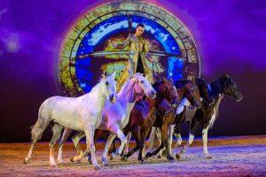 """Pasaulinio garso žirgų šou """"Apassionata"""" pasirodymai yra perkeliami"""