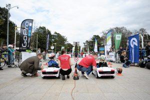 Elektromobilių lenktynėse varžėsi vaikai