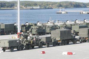 Kariuomenė perspėja: šalies keliais judės daugiau karinės technikos