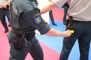 Kauno policija paaiškino, kada griebiasi elektrošoko
