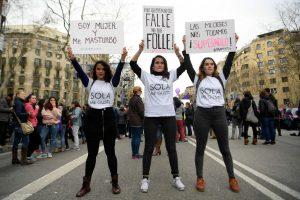 Moterys reikalauja ne tulpių, o lygybės