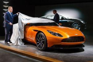 Žurnalistams atvertos Ženevos automobilių parodos durys