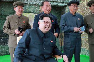 """Šiaurės Korėjos lyderis džiaugiasi """"sėkmingu"""" raketos bandymu"""