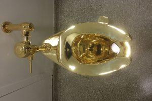 Niujorko Guggenheimo muziejuje pradėjo veikti auksinis tualetas