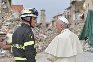 Popiežius aplankė žemės drebėjimo nuniokotą Italijos miestą