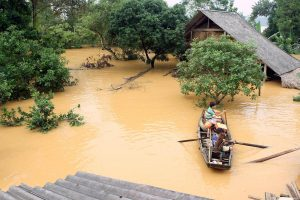 Taifūno sukelti potvyniai Vietname nusinešė 25 gyvybes