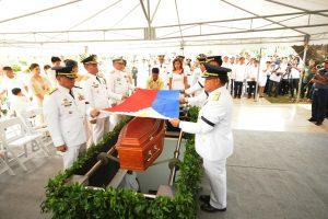 Prieštaringai vertinamas Filipinų diktatorius palaidotas kaip didvyris