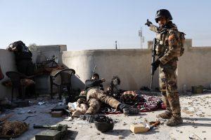 Irakas ir džihadistai įnirtingai kaunasi dėl Mosulo