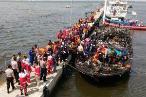 Indonezijos kelte per gaisrą žuvo 23, dingo 17 žmonių