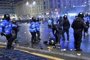 Rumuniją drebina milžiniški protestai
