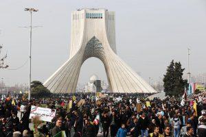 Iraniečiai islamo revoliucijos eitynėse smerkė D. Trumpo grasinimų retoriką