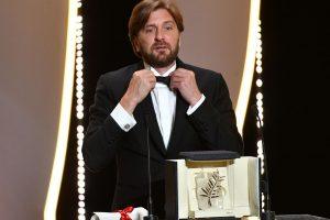 """Pagrindinis Kanų kino festivalio apdovanojimas – švedų satyrai """"Aikštė"""""""