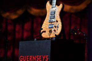 Už roko legendos gitarą gauta daugiau kaip 3 mln. dolerių