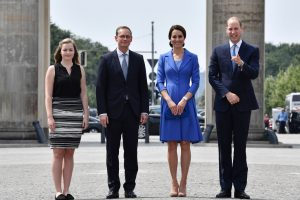 """Britų karališkoji pora Vokietijoje tęs """"žavingą puolimą"""" dėl """"Brexit"""""""