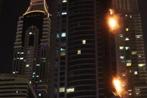 Vieną aukščiausių Dubajaus dangoraižių vėl nuniokojo gaisras