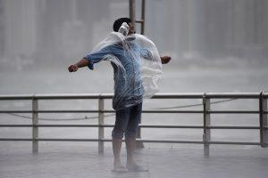 Honkongą niokoja galingas taifūnas, yra žuvusiųjų