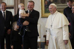 S. Skvernelis su popiežiumi kalbėjosi apie pagalbą šeimoms