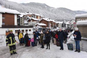 Iš Šveicarijos slidinėjimo kurorto vėl pajudėjo traukiniai