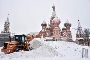 Maskvoje dėl gausaus sniego virsta medžiai, sustabdyta apie 150 skrydžių