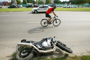 P. Baršausko gatvėje susidūrė motociklas ir taksi
