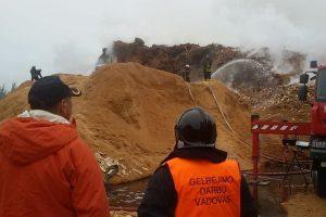 Ekstremali padėtis Radviliškyje išlieka, darbus stabdo pjuvenų kiekis