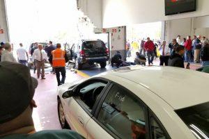 JAV į minią įsirėžus automobiliui žuvo trys žmonės, devyni sužeisti