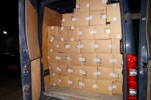 Nuo pareigūnų kontrabandininkas spruko palikęs kone milijono eurų vertės krovinį