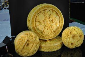 Iš sūrio laikrodį išdrožusi lietuvė sužibėjo kulinarijos olimpiadoje
