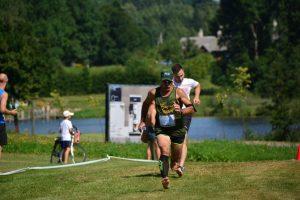 Unikaliame bėgime basomis žolės minkštumą išbandė 300 dalyvių
