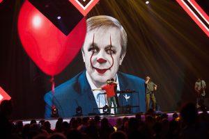 Scenoje klounu tapęs R. Karbauskis: ima atrodyti, jog patyčios – normalu