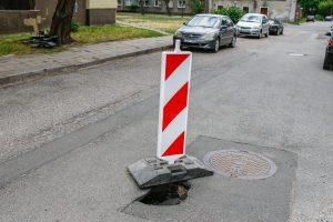"""""""Neatlaikė"""" ir Pušyno gatvės asfaltas"""