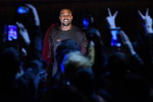 "K. West'o koncertas baigėsi ""maudynėmis"" Gulbių ežere"