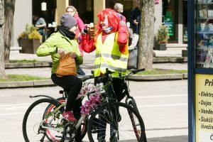 Į paradą – ir gėlėmis išpuoštais dviračiais
