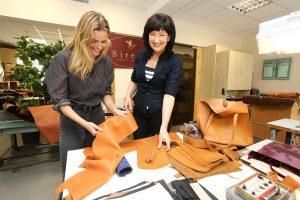 Garsiausias Lietuvos modelis E. Vilkevičiūtė pristatė savo rankinių kolekciją