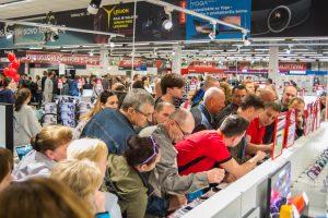 """Naująją """"Elektromarkt"""" parduotuvę užplūdo kauniečiai"""
