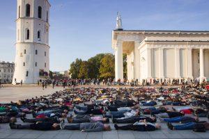 Psichologė: neapsigaukime – savižudybės Lietuvoje niekam nerūpi