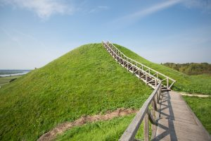 Gražiausiu Lietuvoje išrinktas Kernavės piliakalnis