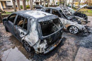 Teismas: automobilių deginimas nėra teroro aktas