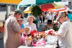 Kalvarijų turguje – sezoninių prekiautojų antplūdis
