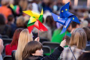 Tyrimas: lietuviai vis labiau jaučiasi Europos dalimi