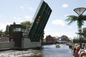 Toliau tyrinėja Pilies tiltą