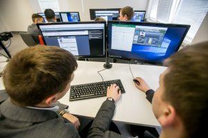 Gimnazija rengs virtualius ekonomistus
