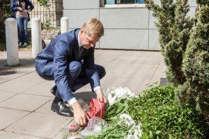 Užsienio reikalų ministras ir Vilniaus meras pagerbė išpuolio JAV aukas