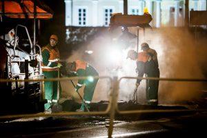 Po žiemos puolė taisyti avarines duobes Vilniaus gatvėse