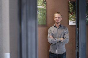 Lietuvą pasaulyje garsinantis fotografas surengė parodą namų laiptinėse