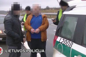 Klaipėdos rajono gyventojas ir du britai įtariami prekyba žmonėmis