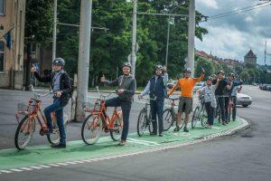 Naujovė Kauno gatvėse – žalios juostos dviratininkams