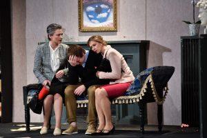 Spektaklio premjeroje – juoku apipintos visuomenės bėdos
