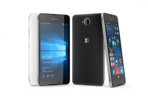 """""""Microsoft"""" pristatė išmanųjį telefoną """"Lumia 650"""""""